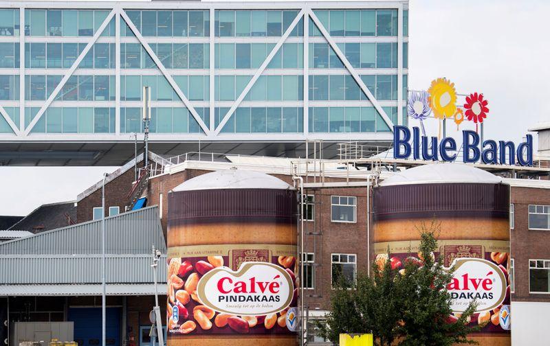 © Reuters. FILE PHOTO: Unilever headquarters in Rotterdam