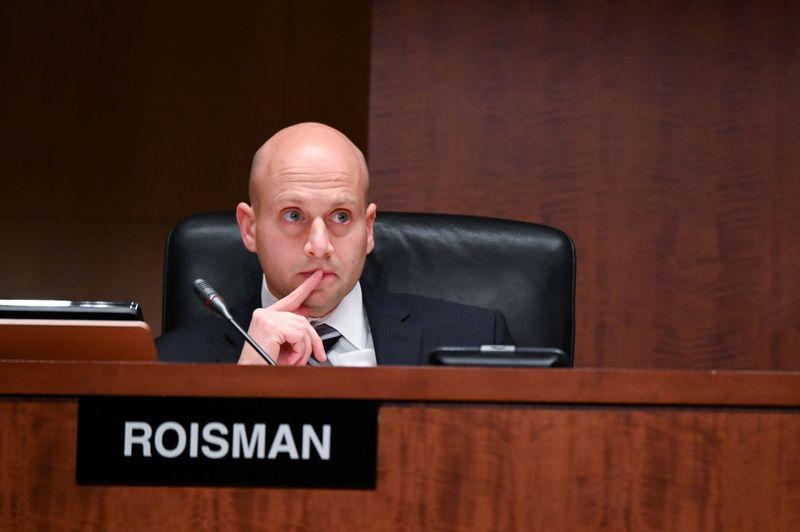 U.S. SEC Commissioner defends proposal on shareholder voting rules