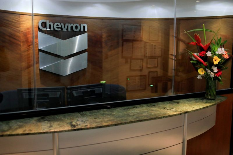 © Reuters. FILE PHOTO: The logo of Chevron is seen at the company's office in Caracas