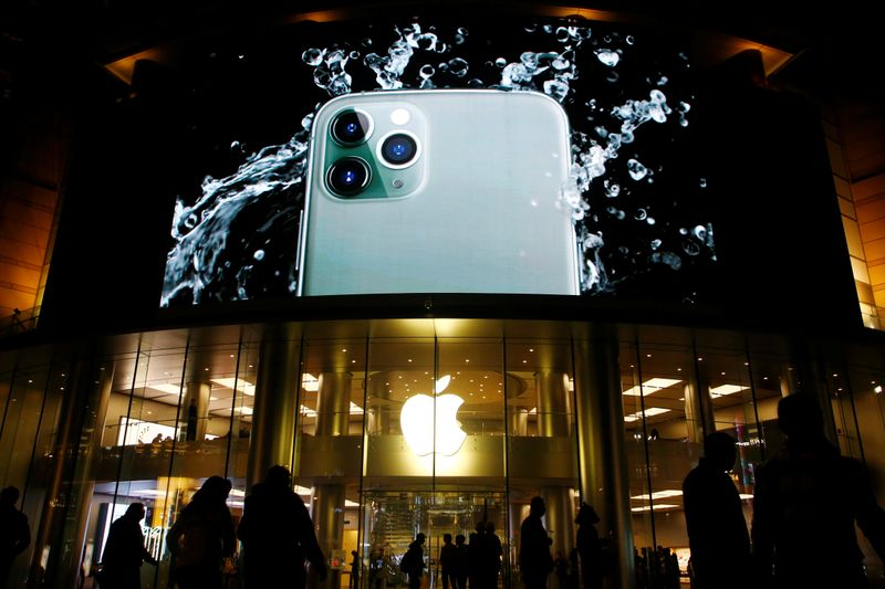 © Reuters. Screen displaying an advertisement for iPhone 11 Pro is seen outside an Apple store in Beijing