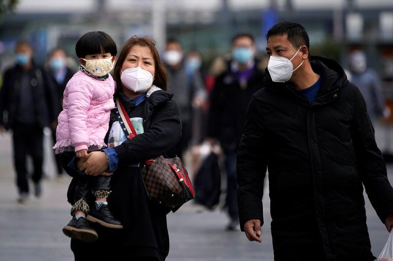 新型肺炎、中国の死者361人でSARS上回る 金融市場は急落