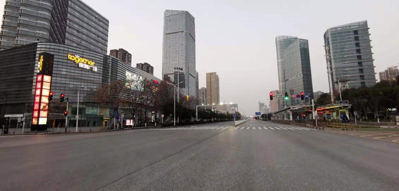 © Reuters. General view of empty roads in Wuhan City