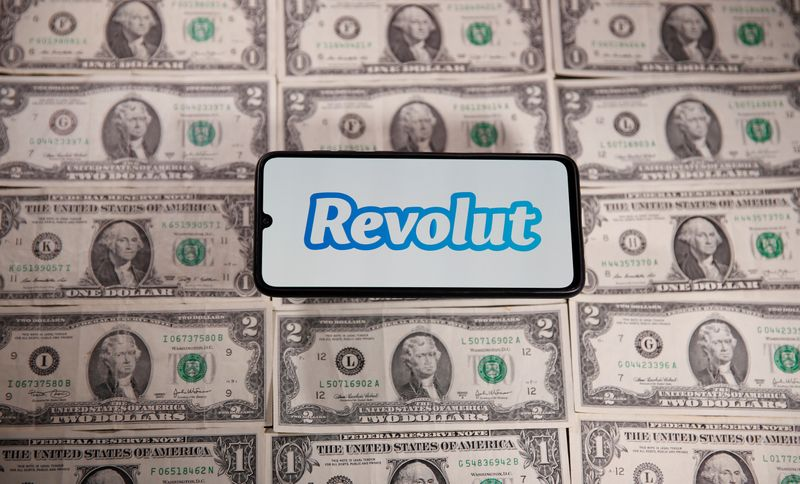© Reuters. Smartphone with Revolut logo is placed on the U.S. dollar banknotes in this illustration