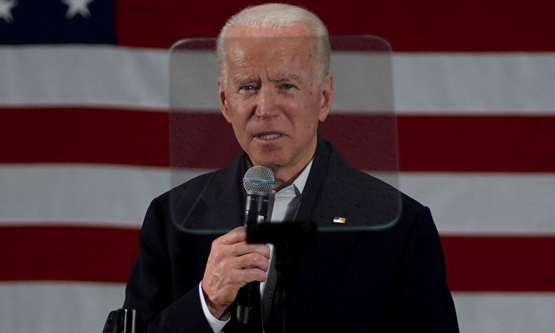 © Reuters. FILE PHOTO: Democratic presidential candidate and former Vice President Joe Biden is framed by a teleprompter screen as he speaks at a campaign event in Concord