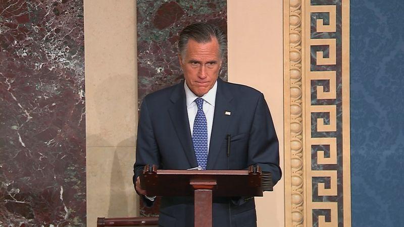 © Reuters. U.S. Senator Romney announces voting intentions in Trump impeachment trial during Senate debate at the U.S. Capitol in Washington