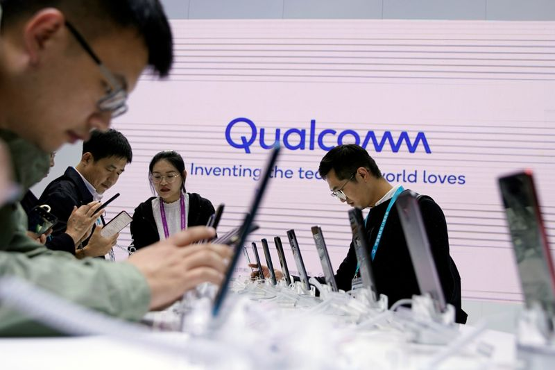 © Reuters. A Qualcomm sign is seen at the second China International Import Expo (CIIE) in Shanghai