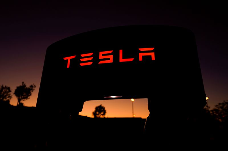 © Reuters. FILE PHOTO: A Tesla supercharger is shown at a charging station in Santa Clarita, California