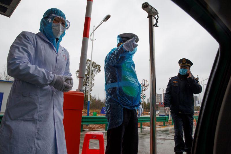 Los chinos se indignan por la muerte del médico que alertó sobre el coronavirus