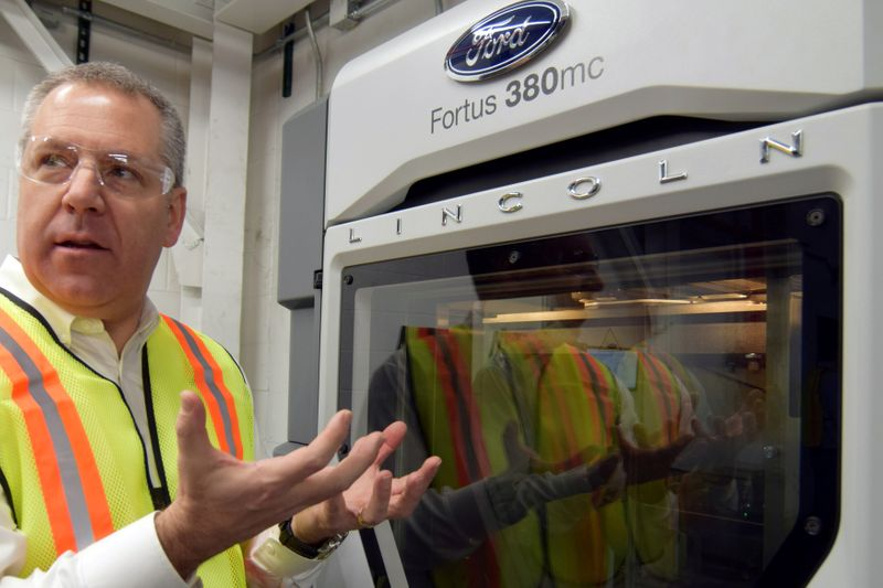 © Reuters. FILE PHOTO: Ford Motor Co's Joe Hinrichs at the company's Kentucky truck plant
