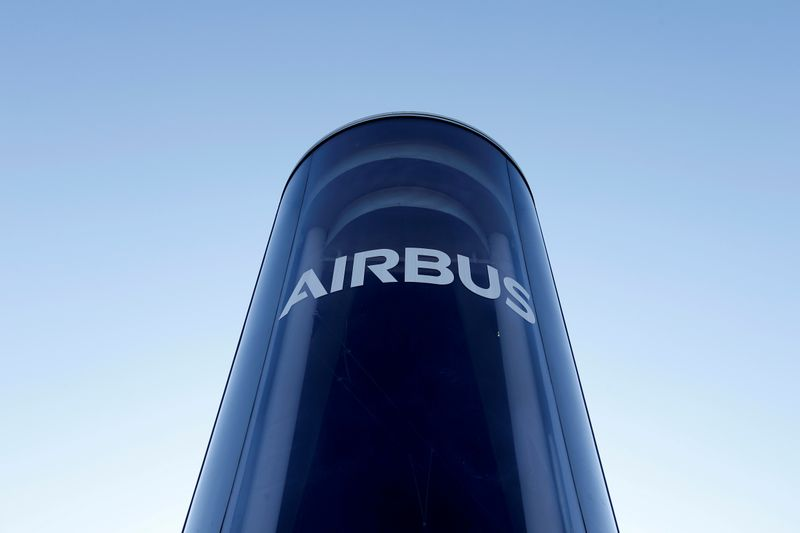 © Reuters. FILE PHOTO: FILE PHOTO: The Airbus logo is pictured at Airbus headquarters in Blagnac near Toulouse