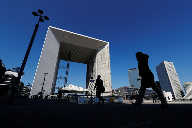 © Reuters. People walk near the Arche de la Defense in the financial and business district of La Defense, west of Paris