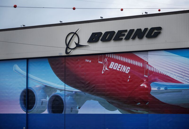 © Reuters. FILE PHOTO: A Boeing logo is seen at the company's facility in Everett