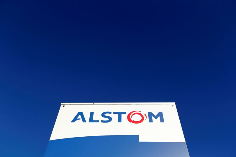 © Reuters. FILE PHOTO: A logo of Alstom is seen at the Alstom's plant in Semeac near Tarbes