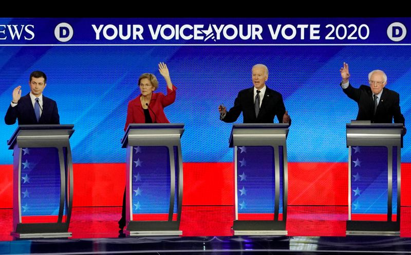 © Reuters. FILE PHOTO: Democratic 2020 U.S. presidential candidates participate in the eighth Democratic 2020 presidential debate at Saint Anselm College in Manchester, New Hampshire, U.S.