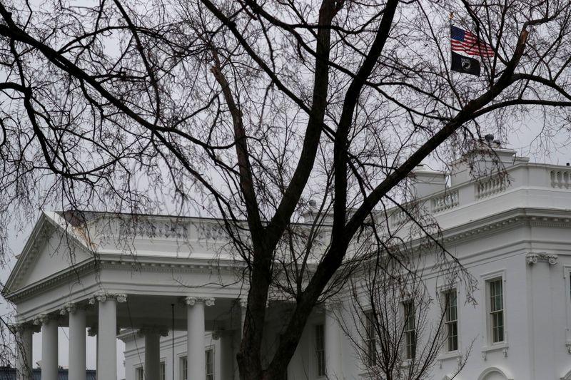 © Reuters. FILE PHOTO: The White House on the Senate impeachment vote