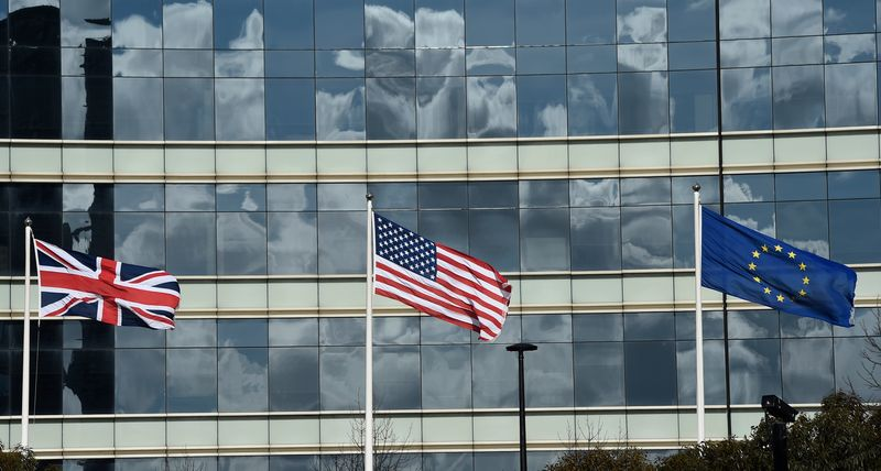© Reuters. A British Union flag, a U.S. flag and an European Union flag are seen flying above offices in London, Britain