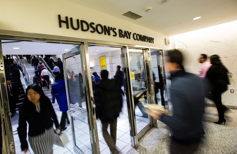 © Reuters. People walk into the Hudson's Bay Company (HBC) flagship department store in Toronto
