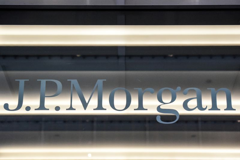 © Reuters. FILE PHOTO: A J.P. Morgan logo is seen in New York City
