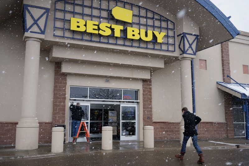 Best Buy executive chairman to step down
