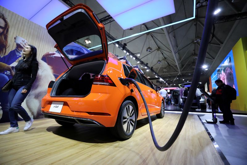 © Reuters. FILE PHOTO: A Volkswagen E-Golf is displayed at the Canadian International Auto Show in Toronto