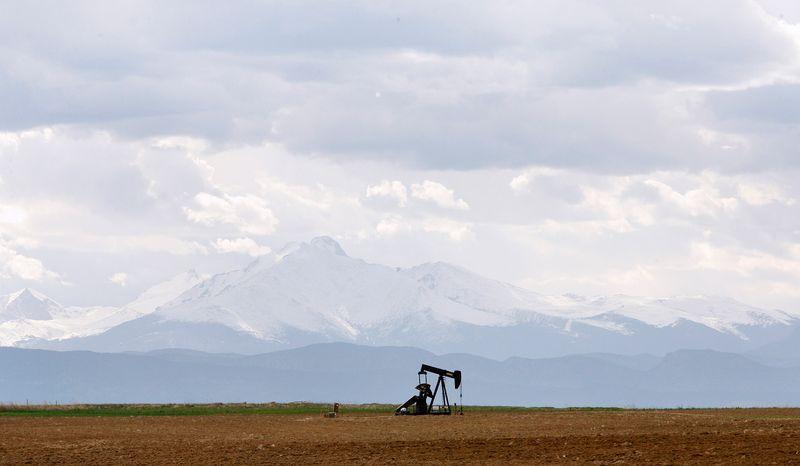 Нефть дорожает на 2,5%, но может показать рекордное с 2008г недельное падение