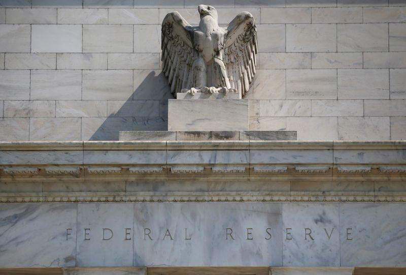 Near-zero U.S. rates may not sink the dollar