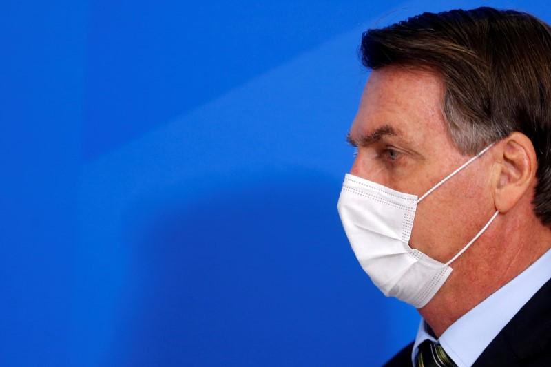 """Depois da facada, não vai ser """"uma gripezinha que vai me derrubar ..."""
