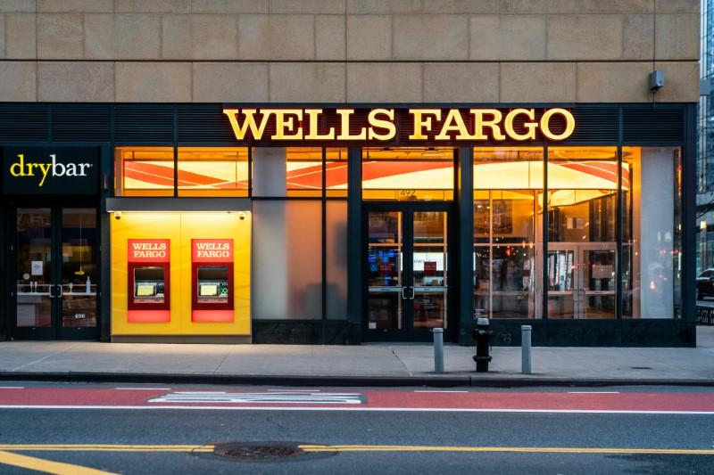 © Reuters. Wells Fargo Bank branch is seen in New York