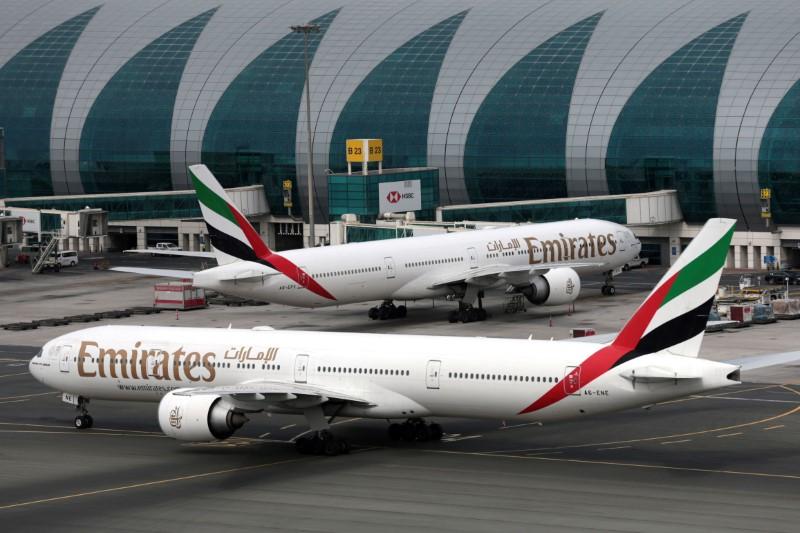 © Reuters. FILE PHOTO: Emirates planes at Dubai International Airport