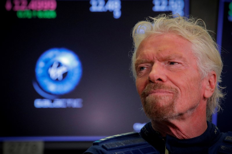 © Reuters. FILE PHOTO: Sir Richard Branson stands on the floor of the New York Stock Exchange ahead of the start of trading in Virgin Galactic in New York