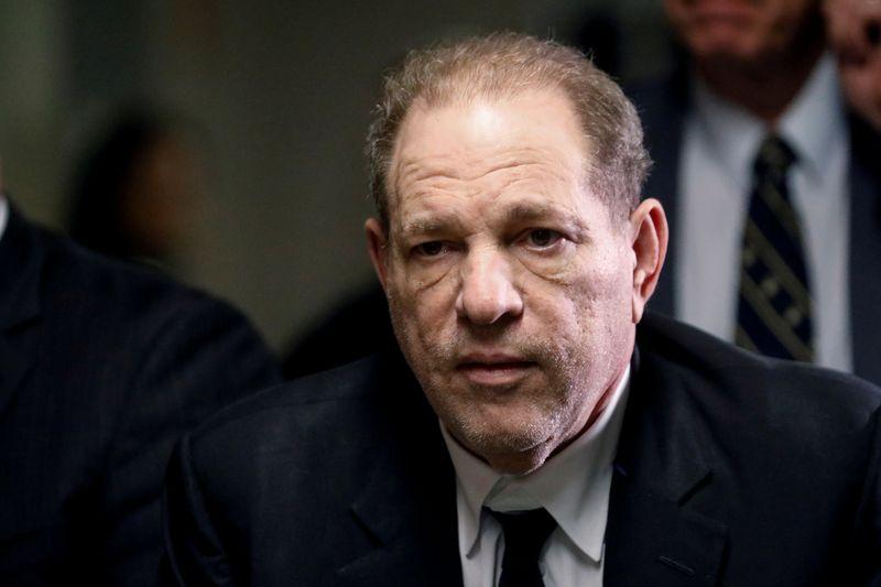 © Reuters. FILE PHOTO - Film producer Harvey Weinstein departs Criminal Court in new York