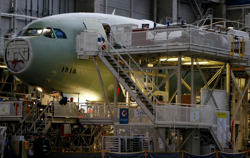 © Reuters. FILE PHOTO: An Airbus A330neo on its final assembly line at Airbus headquarters in Colomiers, near Toulouse