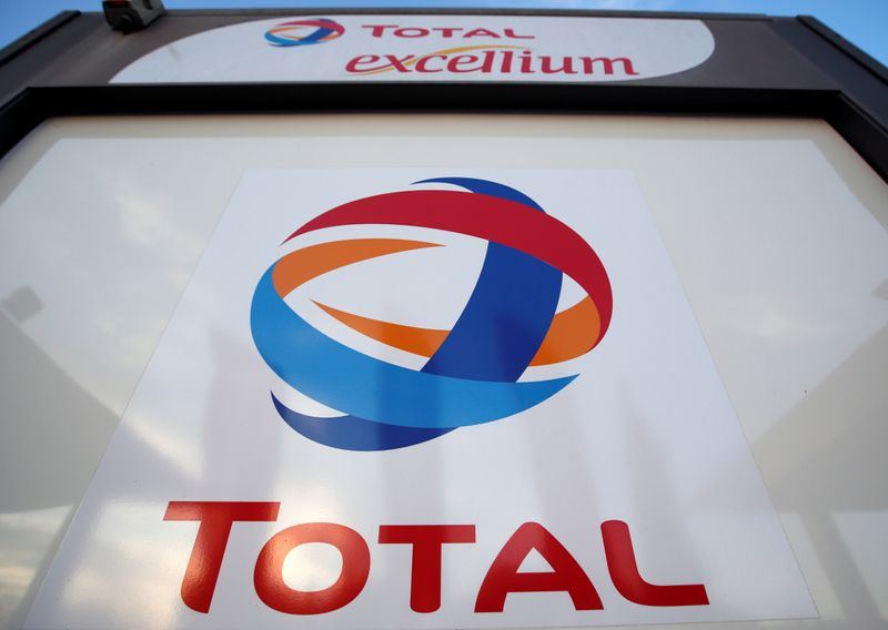 © Reuters. The logo of French oil giant Total is pictured at a petrol station in Laplume