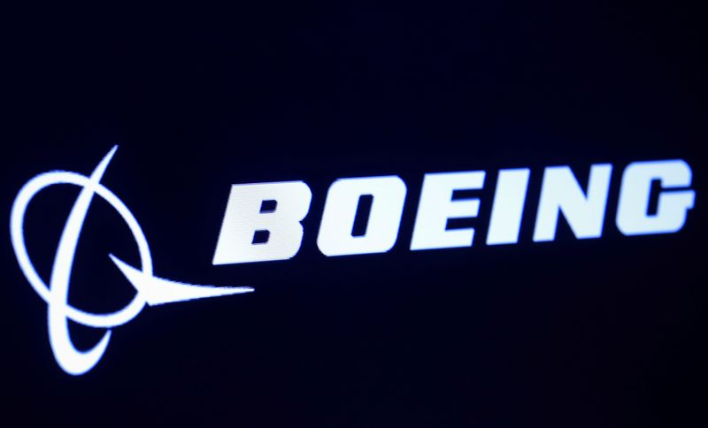 © Reuters. FILE PHOTO: The company logo for Boeing is displayed on a screen on the floor of the NYSE in New York