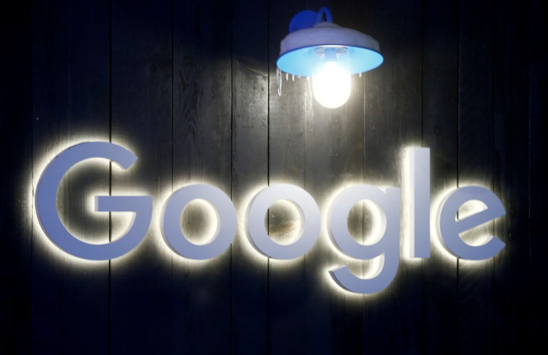 © Reuters. Logo of Google is seen in Davos