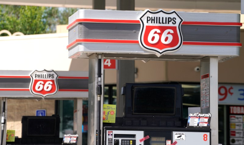 © Reuters. The Phillips 66 gas station in Superior