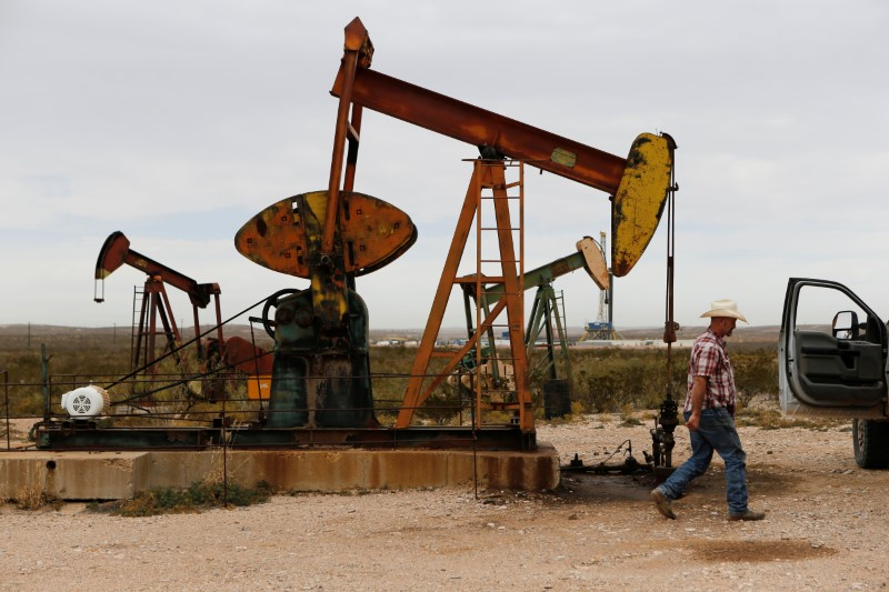 Oil prices mixed as demand shrinks, but stimulus hopes support - Investing.com thumbnail