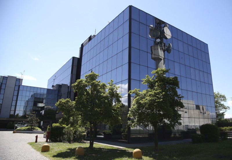 © Reuters. FILE PHOTO: Italian gas transport group Snam headquarters is seen in San Donato Milanese
