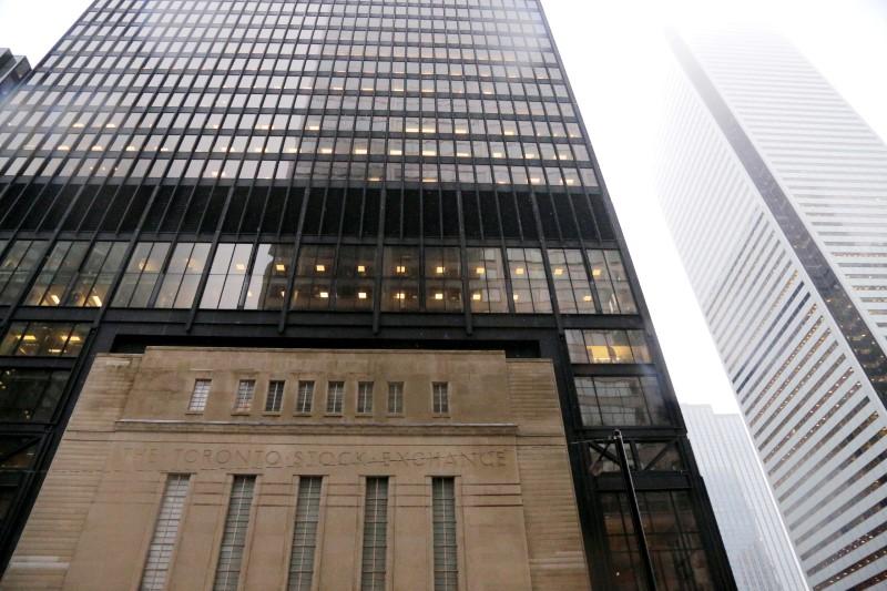 TSX falls on coronavirus worries, Bank of Canada cuts to near zero
