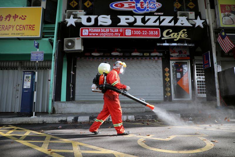 © Reuters. Outbreak of coronavirus disease (COVID-19) in Kuala Lumpur