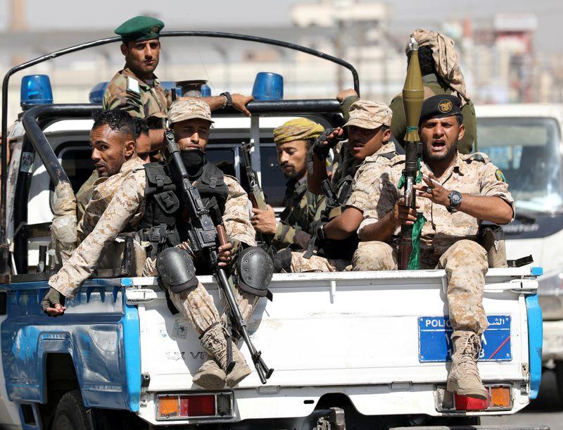 الحوثيون يعلنون مسؤوليتهم عن استهداف مواقع
