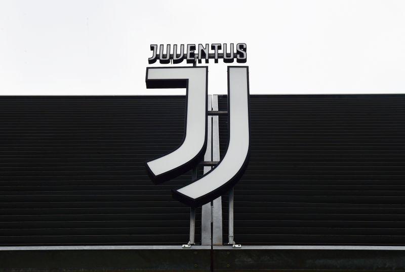 © Reuters. Il logo Juventus a Torino, presso l'Allianz Stadium