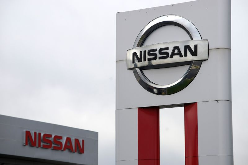 © Reuters. Nissan signs are seen outside a Nissan auto dealer in Broomfield, Colorado