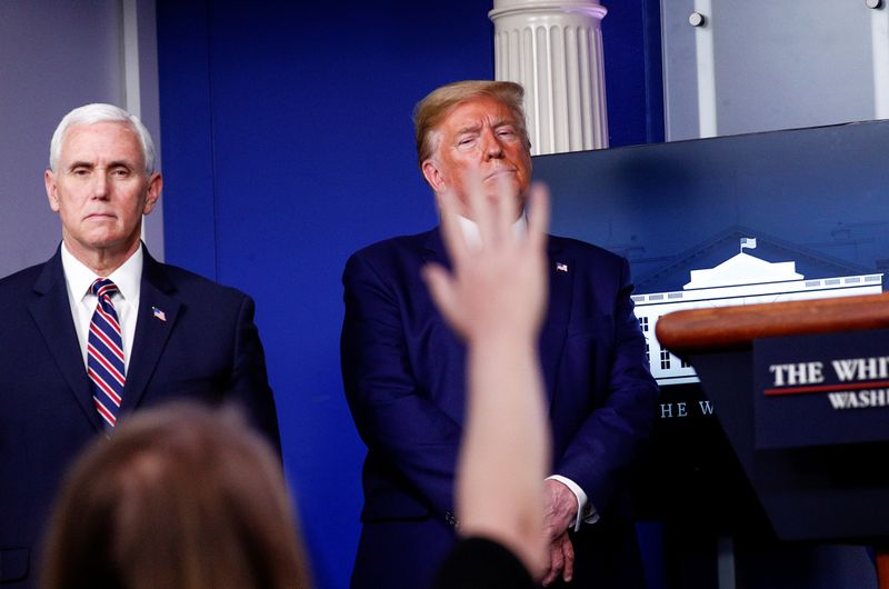 © Reuters. U.S. President Trump leads daily coronavirus response briefing at the White House in Washington