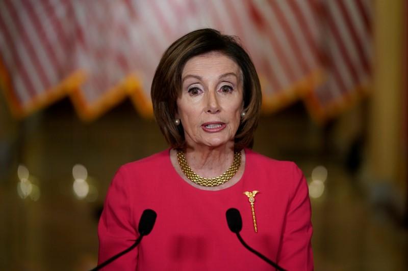© Reuters. U.S. House Speaker Nancy Pelosi makes statement about coronavirus economic relief on Capitol Hill in Washington