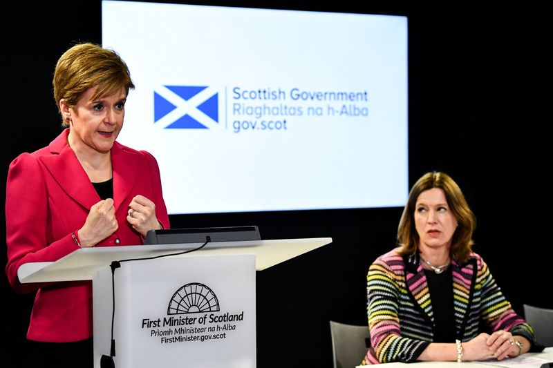 © Reuters. FILE PHOTO: First Minister Nicola Sturgeon, Chief Medical Officer Dr Catherine Calderwood and Health Secretary Jeane Freeman, deliver an update on coronavirus following a COBRA meeting, in Edinburgh