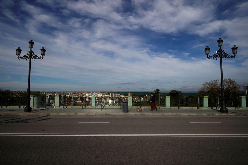 Spain to widen coronavirus tests as hopes rise for easing lockdown