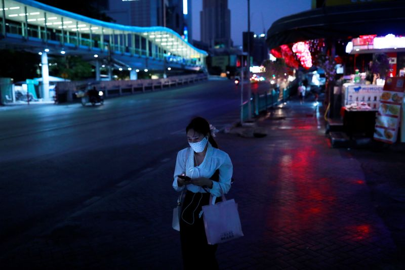 © Reuters. FILE PHOTO:  The spread of the coronavirus disease (COVID-19) in Bangkok