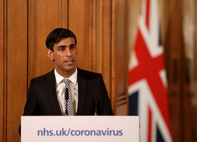 © Reuters. FILE PHOTO: British finance minister Rishi Sunak speaks at a coronavirus news conference in Londonngoing situation with the coronavirus disease (COVID-19) in London