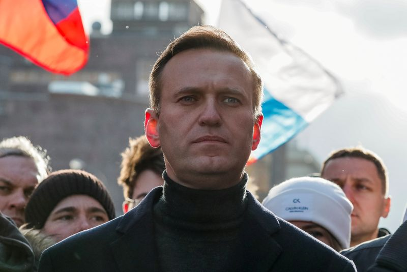 © Reuters. Russian opposition politician Alexei Navalny takes part in a rally to mark the 5th anniversary of opposition politician Boris Nemtsov's murder and to protest against proposed amendments to the country's constitution, in Moscow